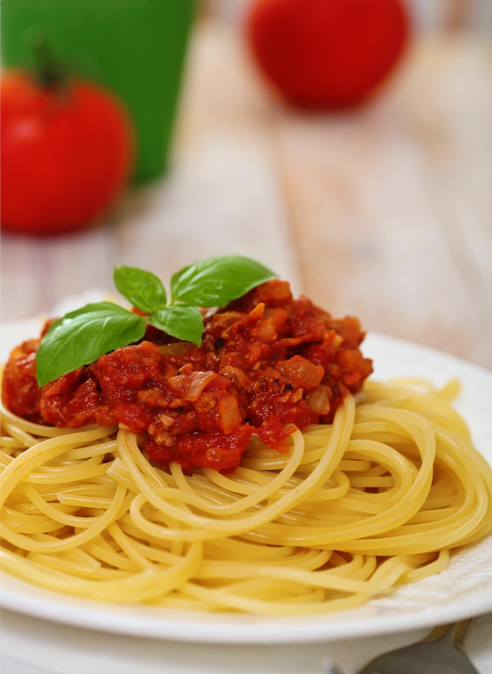 PASTA: Spiser du pasta med mye annet av magert kjøtt og grønnsaker, trenger ikke måltidet bli så altfor usunt, men spiser du pastaen alene er det lite i den som gjør kroppen glad.  Foto: Scanpix