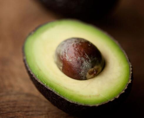 SUNT OG METTENDE: Avokado med litt salt på! Mmm...det er kjempegodt. Foto: Scanpix