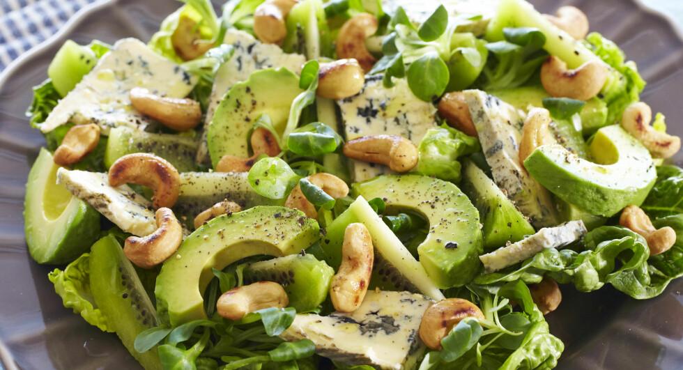 DEILIG MED BLÅMUGGOST: Fabelaktig salat med ost og nøtter. Foto: Synøve Dreyer