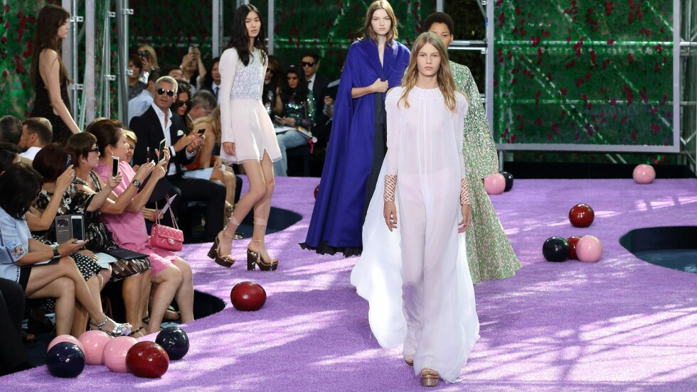 <strong>DIOR HAUTE COUTURE:</strong> Sofia Mechetner (fremst). Foto: DPA