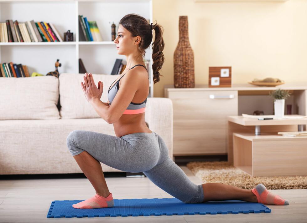 ØVELSE 3: Dersom du ønsker å unngå ryggplager er det viktig å tøye hofteleddsbøyeren. Foto: SolisImages - Fotolia