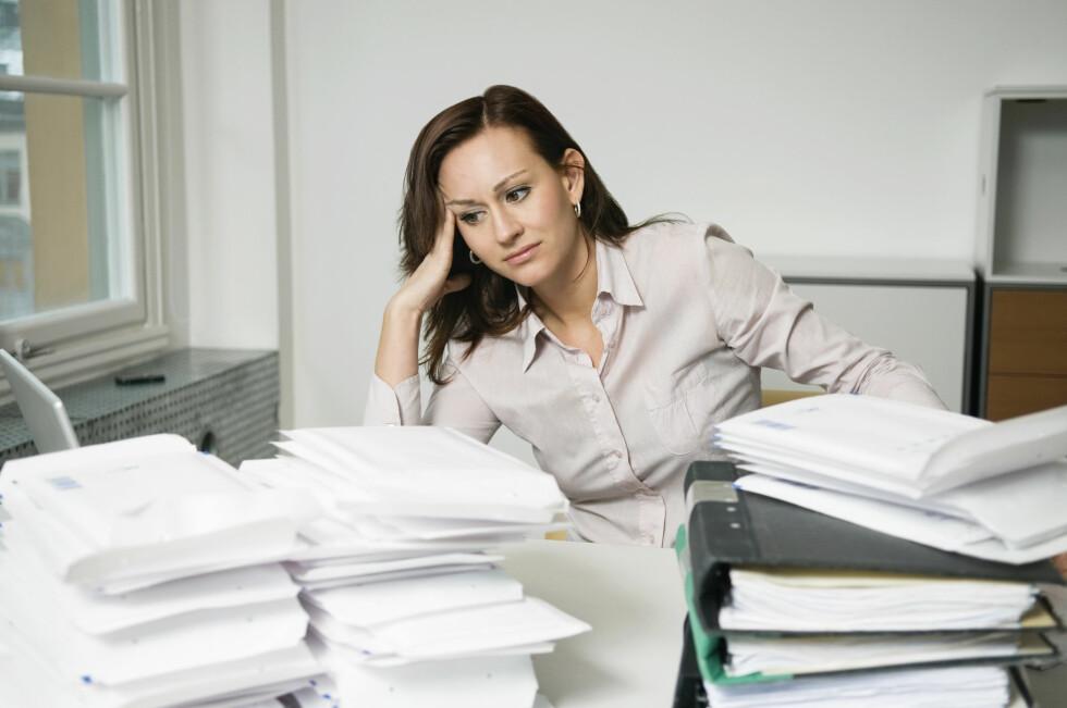 FOR MYE: Har du vanskelig for å si nei er det fort gjort å bli nedlesset i uønskede oppgaver, både på jobben og privat. Foto: Scanpix/NTB