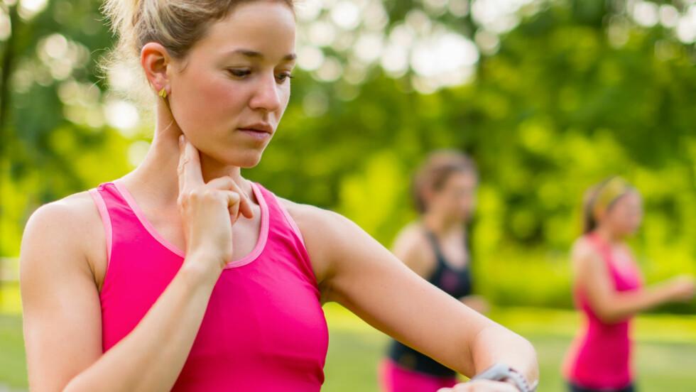 <strong>PULS:</strong> Ønsker du maks effekt av treningen din, kan det være hjelpsomt (og smart) å følge med på pulsen din. Det gjør du for eksempel ved bruk av en pulsklokke.  Foto: julief514 - Fotolia