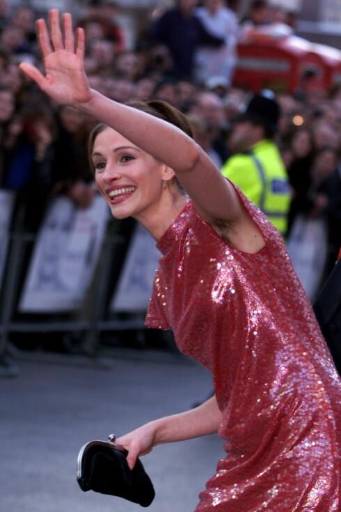 I 1999: Julia Roberts var tidlig ute og vekket mye oppsikt med hårete armhuler på premieren av  Notting Hill i London. Foto: REUTERS