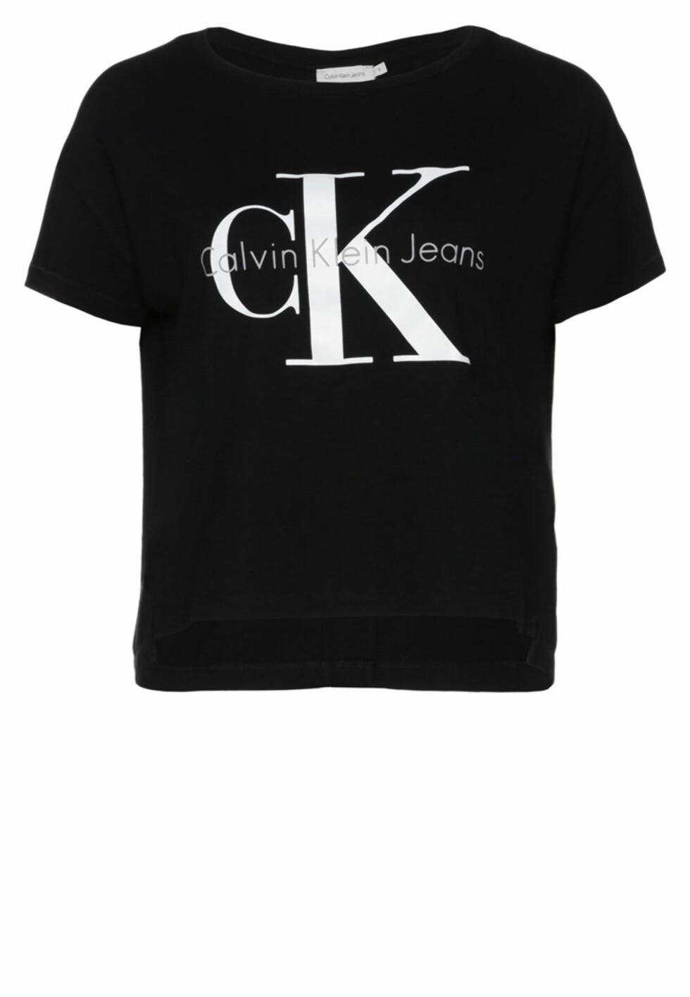 T-skjorte fra Calvin Klein Jeans via Zalando.no, kr 499. Foto: Zalando.no