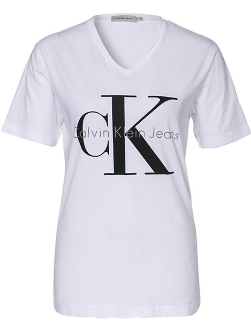 T-skjorte fra Calvin Klein Jeans via Nelly.com, kr 399. Foto: Nelly.com