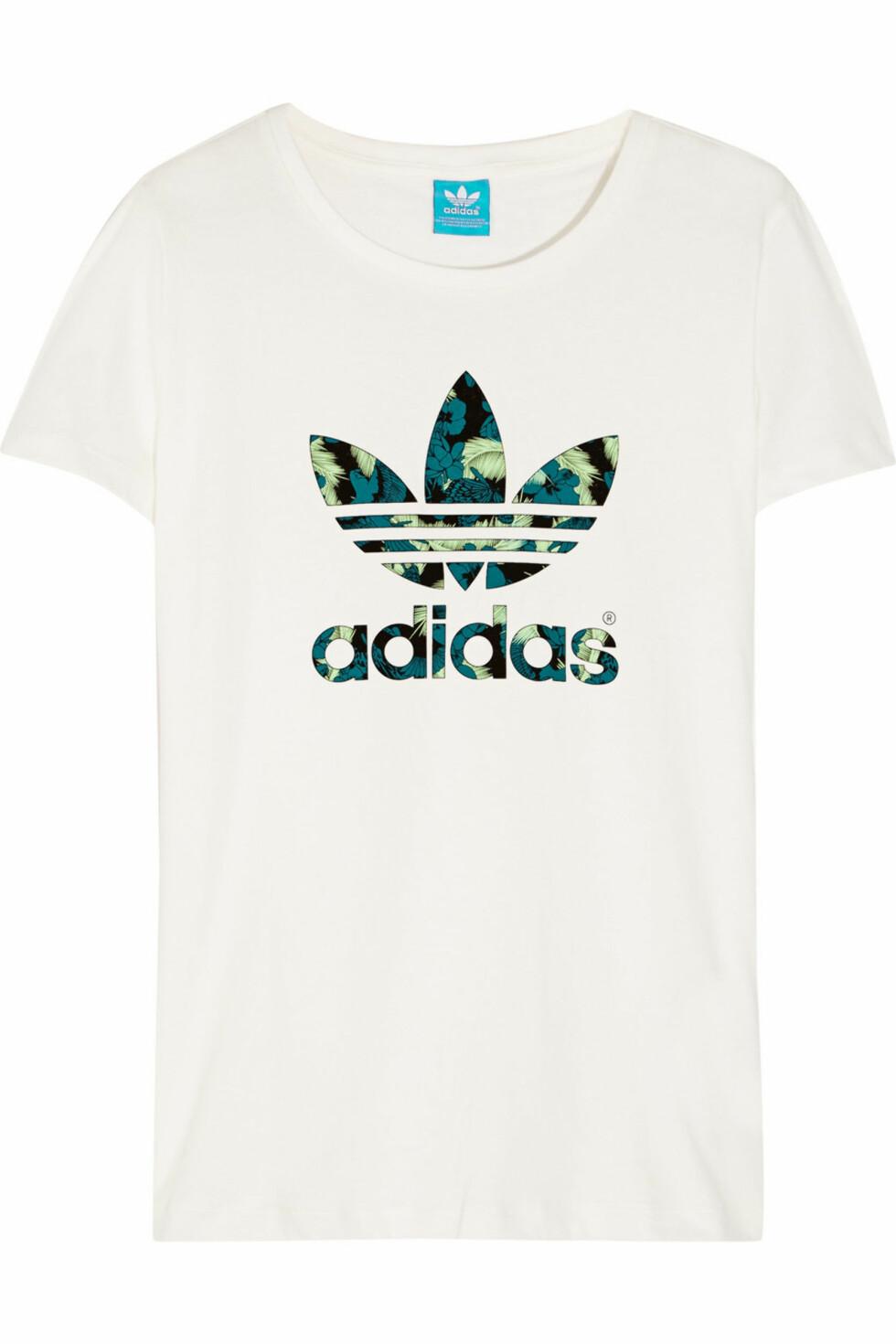 T-skjorte fra Adidas via Net-a-porter.com, kr 387. Foto: Net-a-porter.com