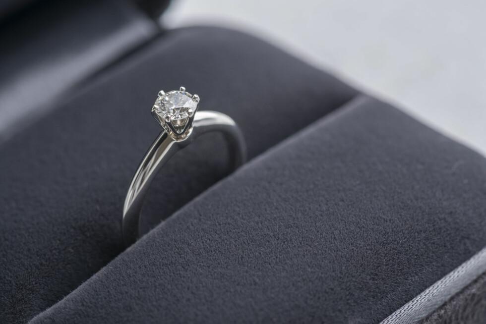 <strong>TENK DEG GODT OM:</strong> Før du forteller partneren din at du ønsker å bytte ringen anbefaler eksperten deg å spørre deg selv om dette er en ring du kan lære deg å like eller ikke.  Foto: kei u - Fotolia