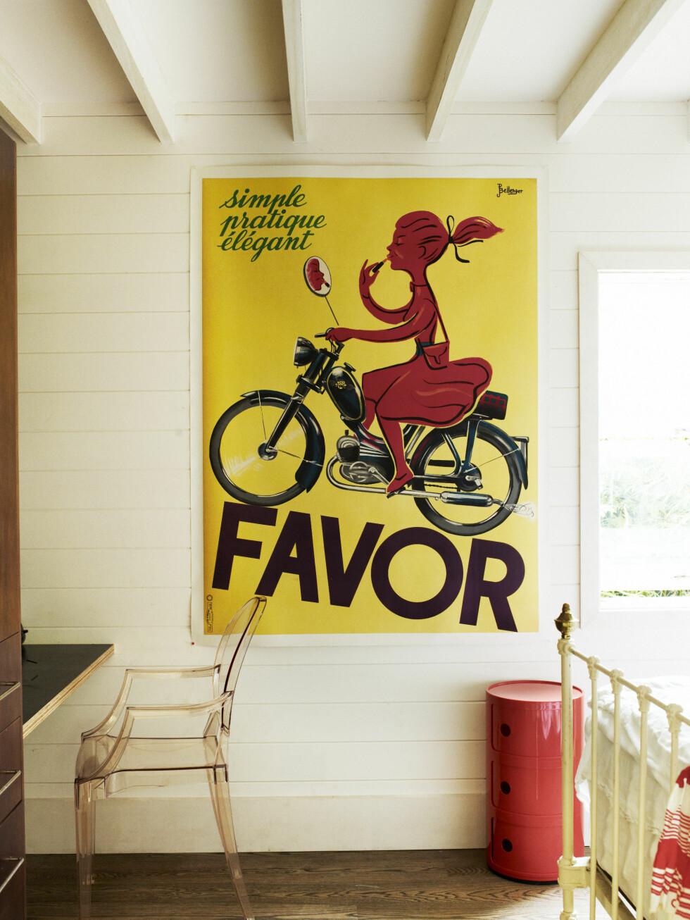 Soverommet til Ines har bord og stol fra Kartell.   Foto: Prue Ruscoe/Taverne Agency