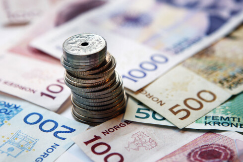 REGNESTYKKE: Desto høyere lån du har, jo mer vil du spare i kroner på at banken setter ned renten. Finn frem kalkulatoren på mobilen og bruk regnestykket i dette avsnittet for å finne ut hvor mye du kan spare. Foto: NTB scanpix