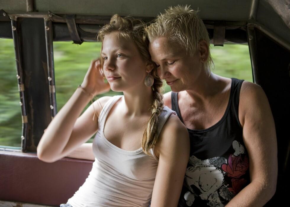 LYTT UTEN Å DØMME: Er blant rådene psykologen gir til tenåringsmødre.  Foto: Samfoto