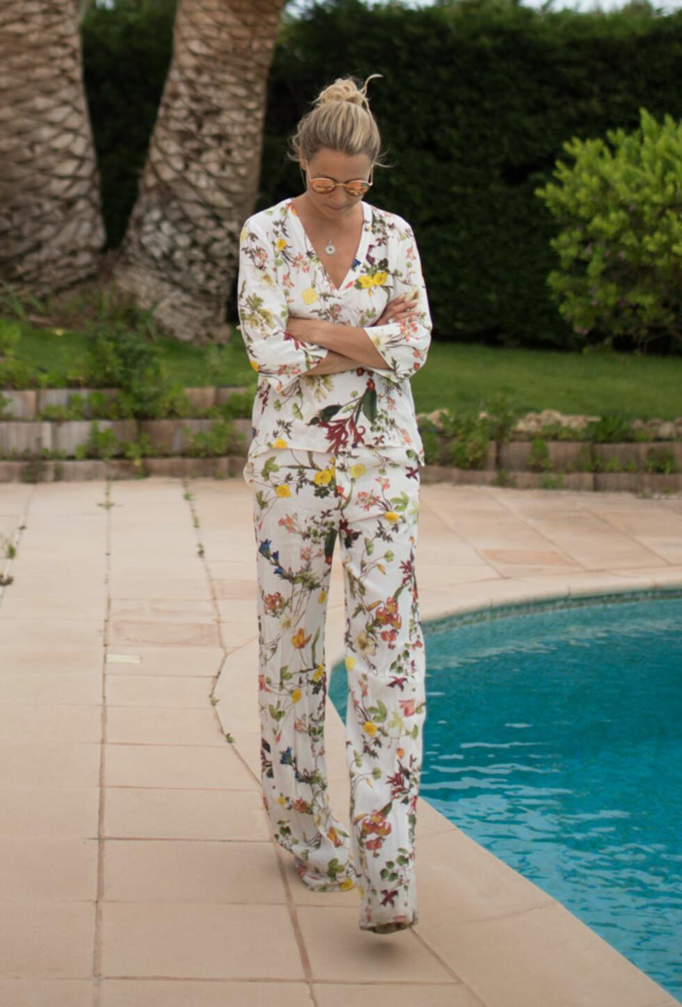 DRESS: Et slikt antrekk fungerer fint både til hverdag og fest. Foto: Linelangmo.no