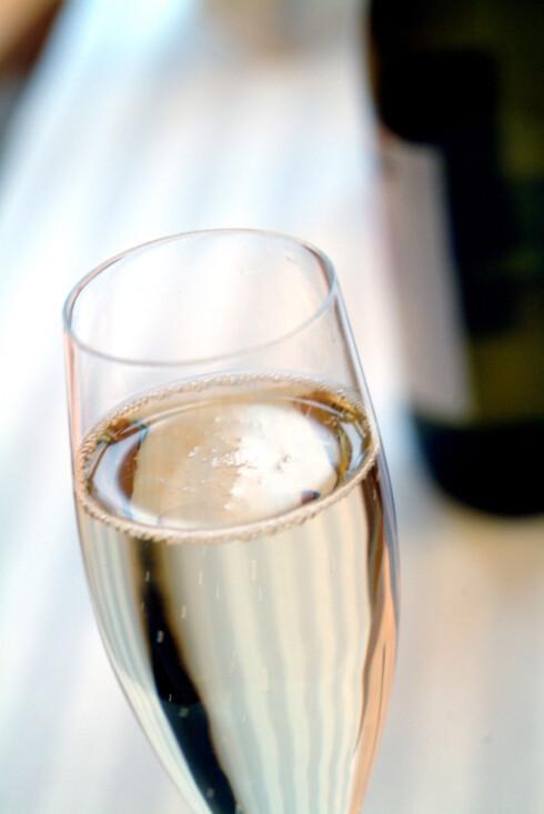 PASS PÅ: Sett aldri fra deg drinken din, og ikke ta i mot drikke fra ukjente.  Foto: Scanpix