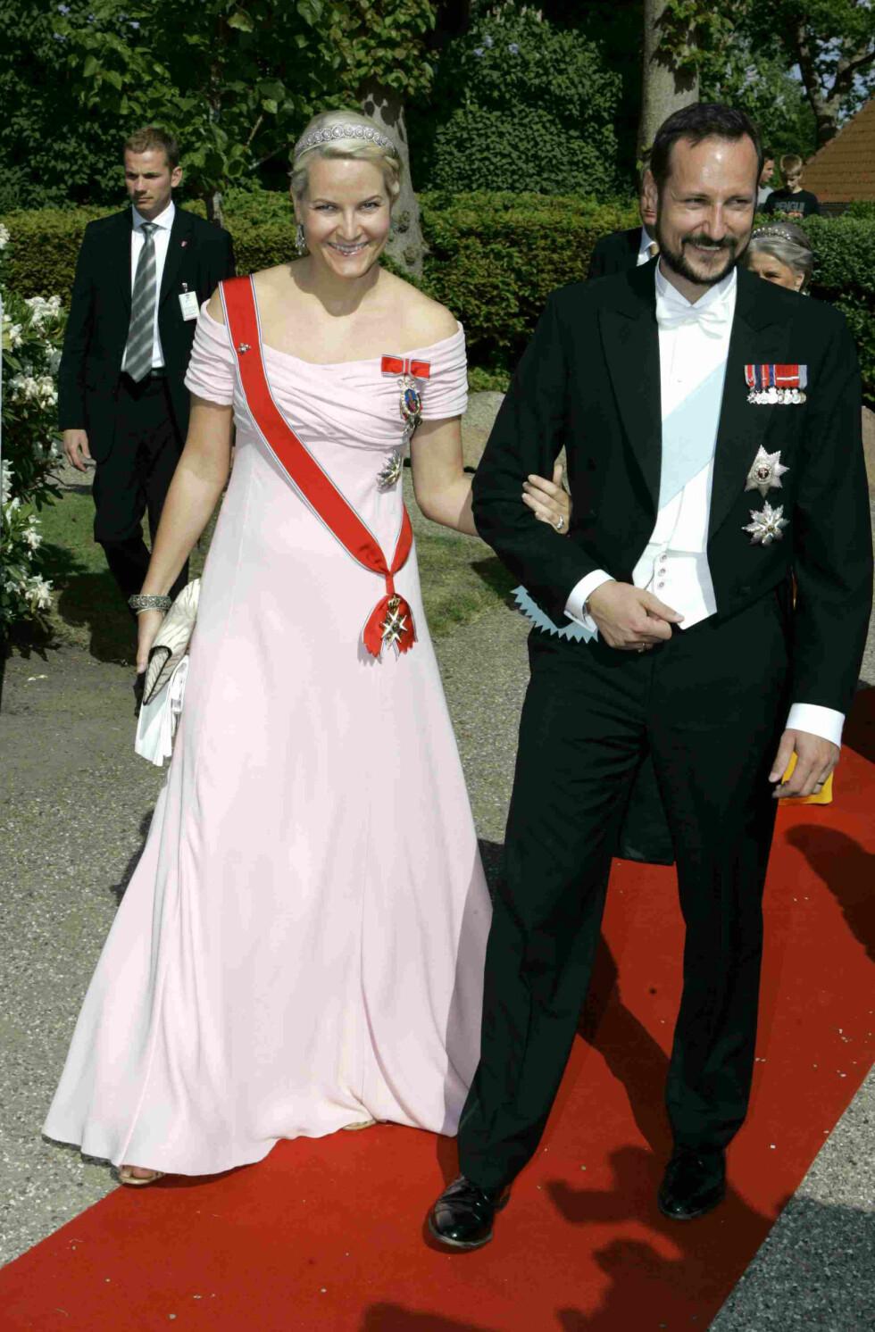 I DANMARK: Kronprinsesse Mette-Marit sammen med kronprins Haakon. Foto: AP