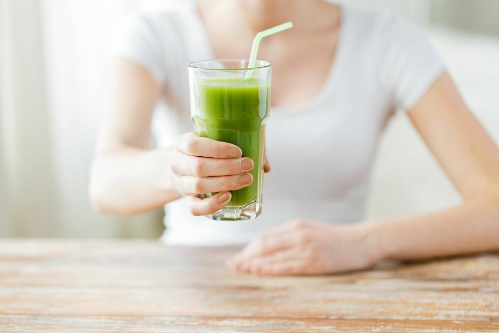 GRØNT: Detox smoothies er en flott og enkel måte du kan få i deg mange ulike frukter og grønnsaker på. Foto: Syda Productions - Fotolia