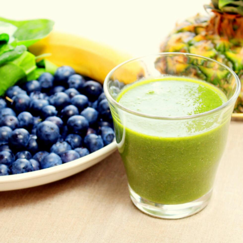 FEM OM DAGEN: Denne smoothien er proppfull av gode næringsstoffer fra fem ulike grønnsaker og frukter. Foto: Christina Slette Johnsen, Lovelyliller.com