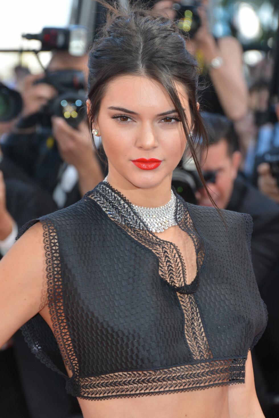 <strong>CANNES FILMFESTIVAL:</strong> Kendall Jenner (19) valgte et kjede som satt tett opp mot halsen.  Foto: CapitalPictures