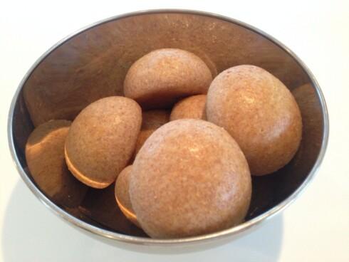 <strong>FIBERRIKE BOLLER:</strong> Disse bollene er fiberrike og mettende, og sukkeret er byttet ut med honning. En favoritt hjemme hos Fitnessfrue.  Foto: Evy Therese Innselset/fitnessfrue.no