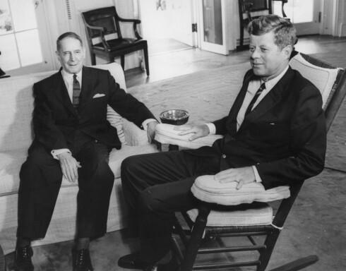 JFK I GYNGESTOLEN SIN: John F. Kennedy sverget til gyngestolen og brukte den flittig da han var president i USA på 60-tallet.  Foto: Topfoto