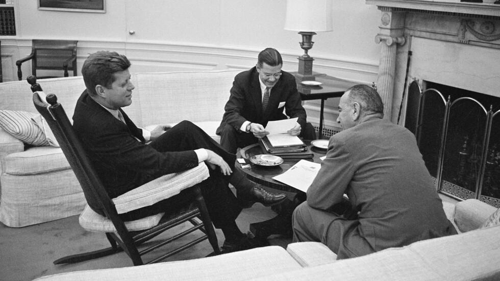 TIDLIGERE PRESIDENT JOHN F. KENNEDY I SIN STOL:  JFK brukte gyngestolen sin flittig mens han var president i USA. Sjekk hvorfor lenger nede i saken! Foto: Ap
