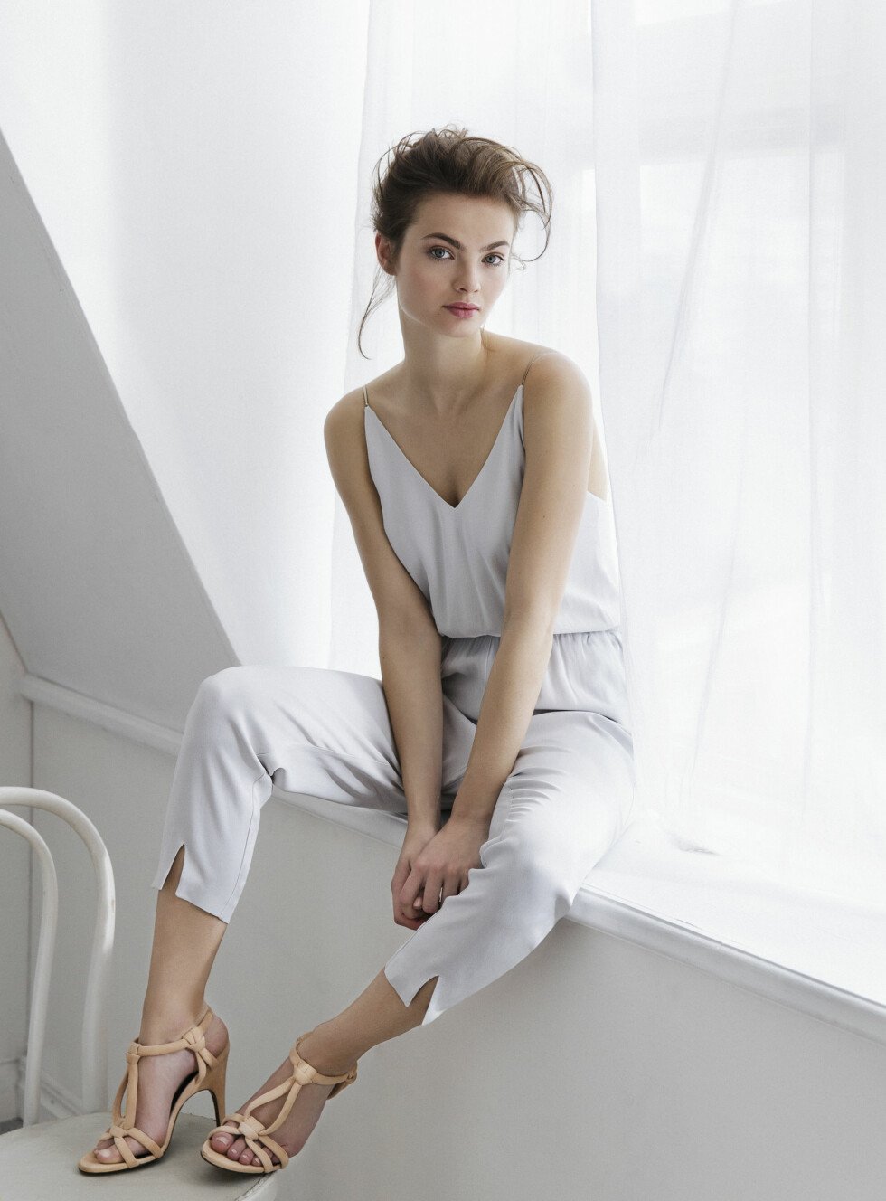 <strong>LYS GRÅ:</strong> Jumpsuit, kr 799. Foto: Gina Tricot
