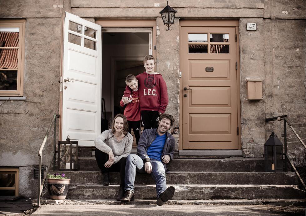 LEIDE UT LEILIGHETEN: Familen Omdahl-Aspevoll tjente nok til å reise på ferie til Liverpool ved å leie ut leiligheten sin.  Foto: Astrid Waller