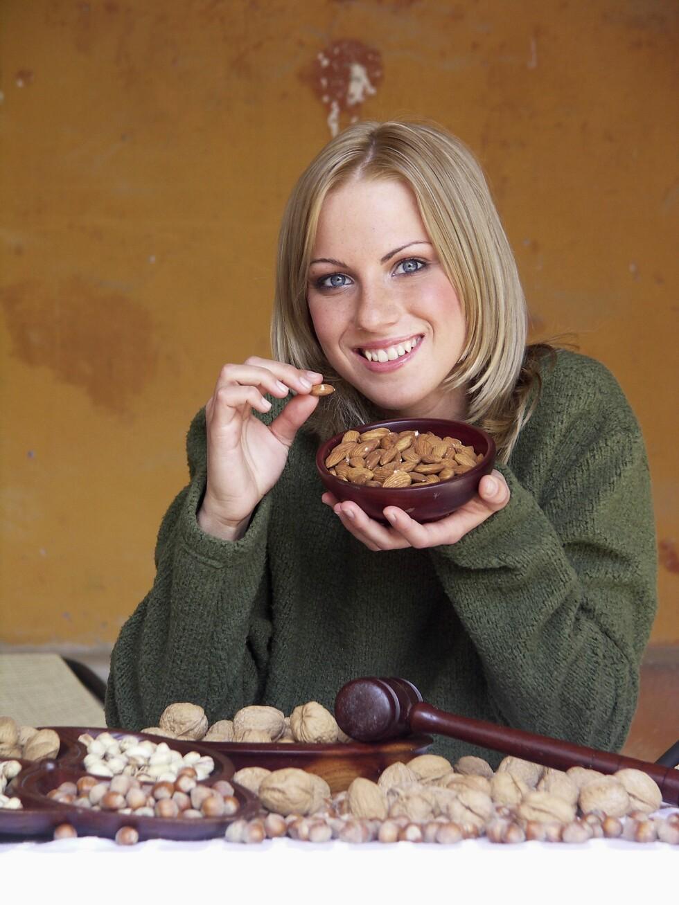 <strong>MANDLER:</strong> Mandler har en god sammensetning av næringsstoffer og mindre kalorier, og er derfor det beste valget du kan ta. Foto: Scanpix/NTB