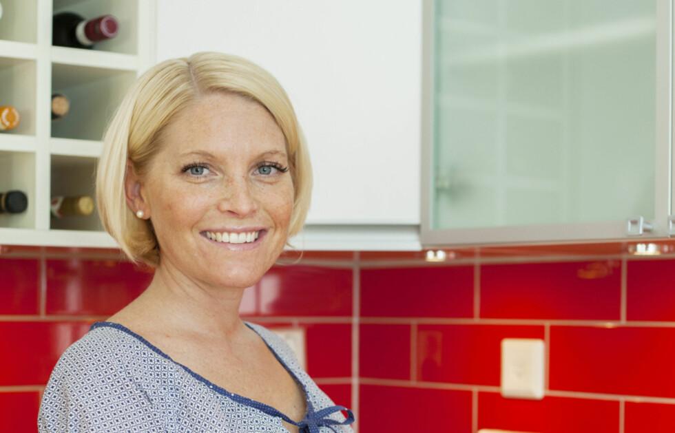 LEVER GLUTENFRITT: Sofia Antonsson er utdannet ernæringsfysiolog, driver sitt eget selskap IBSfri, har skrevet boken «Lugn mage med god mat – kokeboken för dig med IBS» og har selv IBS. Foto: Mikaela Lindholm