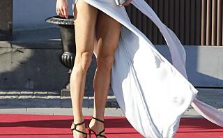 - Celina Midelfart valgte en veldig sexy kjole med ekstremt høy splitt