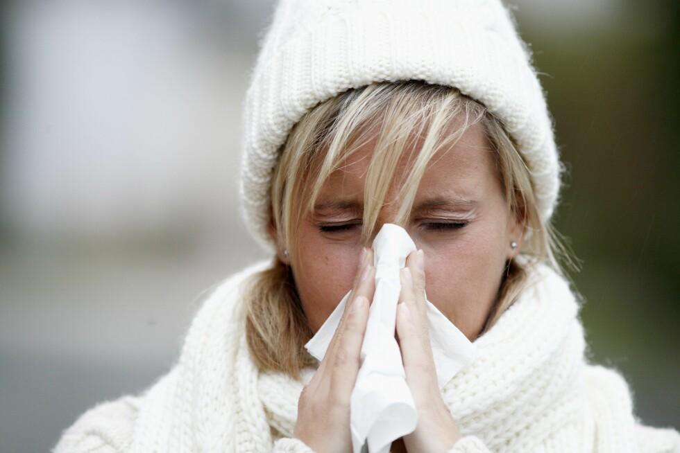 I KULDEN: Selv om det er vintersesongen som er verst, kan du fortsatt smittes med en forkjølelse hele året rundt. Foto: © Mike Schröder / Argus / Samfoto