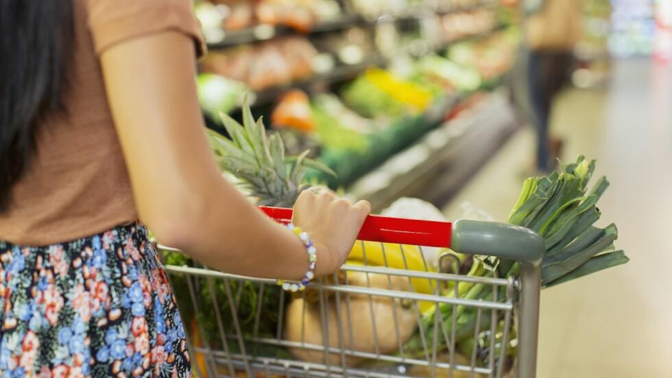 SPAR PENGER PÅ MATVAREHANDLING: Planlegg innkjøpene dine og velg ting som faktisk blir spist. Foto: All Over Press