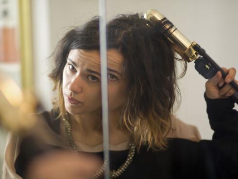 BRUKER DU MYE VARME I HÅRET? Da er det viktig at du bruker produkter som beskytter håret mot nettopp det. Nå på sommeren bør du også bruke UV-beskyttelse. Foto: Scanpix