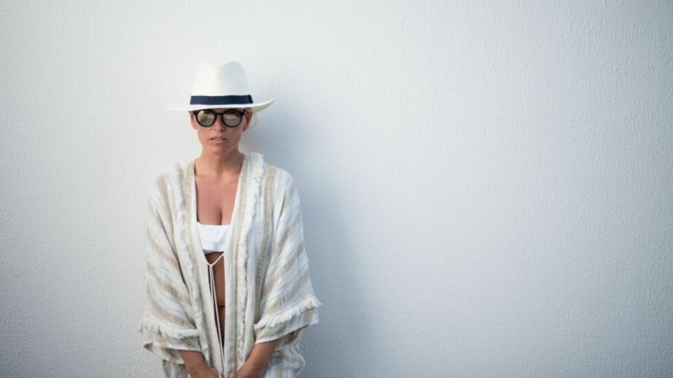 HVITE NYANSER: Les om hvordan Janka styler sine sommerplagg. Foto: Polliani.com