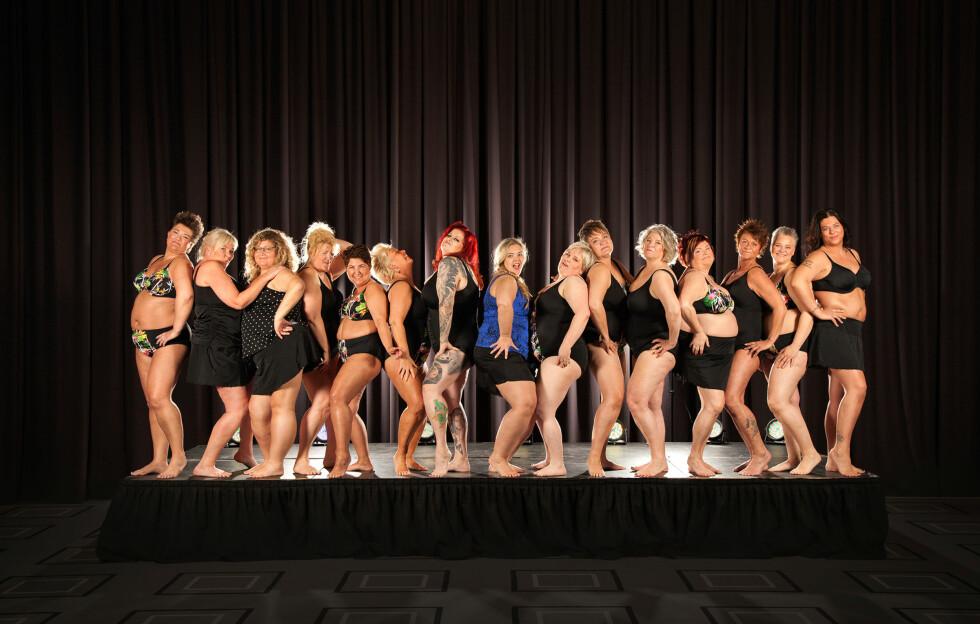 GRUPPEBILDE: Her er gruppebildet som ble tatt av Mork og de 14 andre damene!  Foto:  Tonje Kornelie