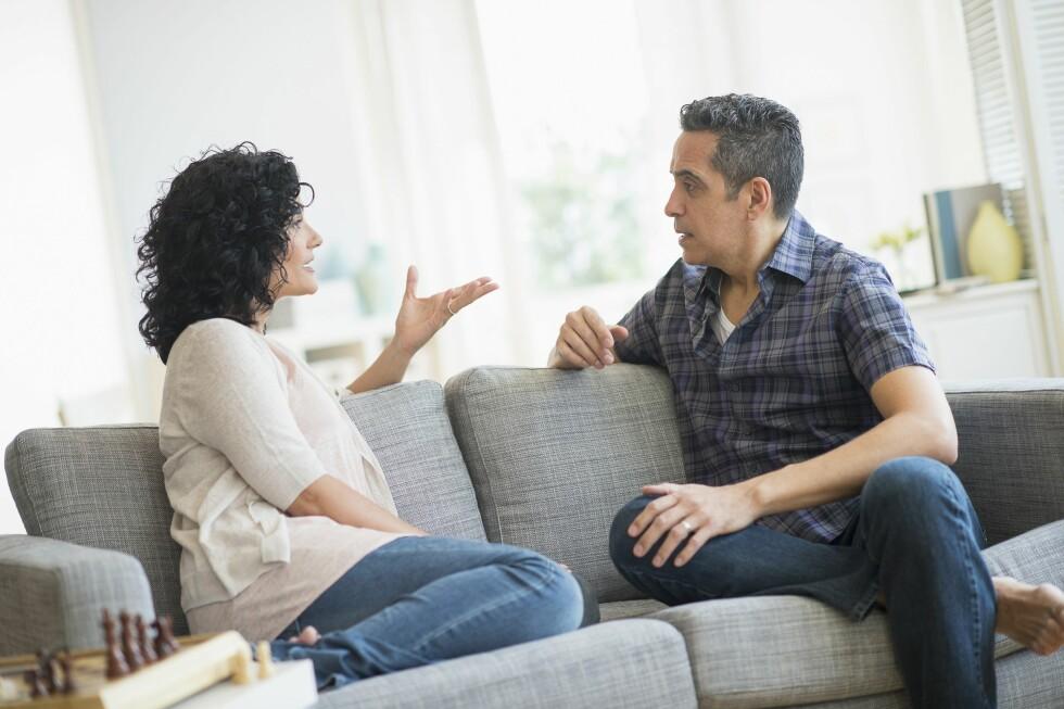 SNAKK ÅPENT OM SJALUSIEN: Det viktig at du tar opp følelsene dine med partneren din før han opplever det som et problem. Foto: Fotolia