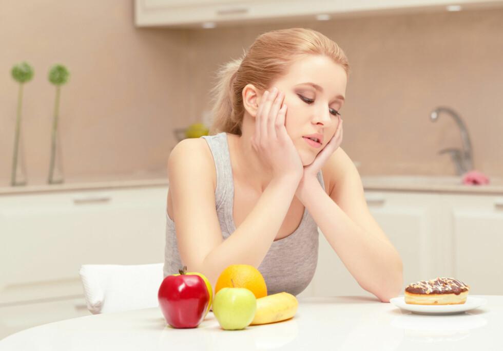 VALGETS KVAL: Spise sunt, eller ta kaken du har lyst på? Hvorfor er det så vanskelig? Foto: NTB Scanpix