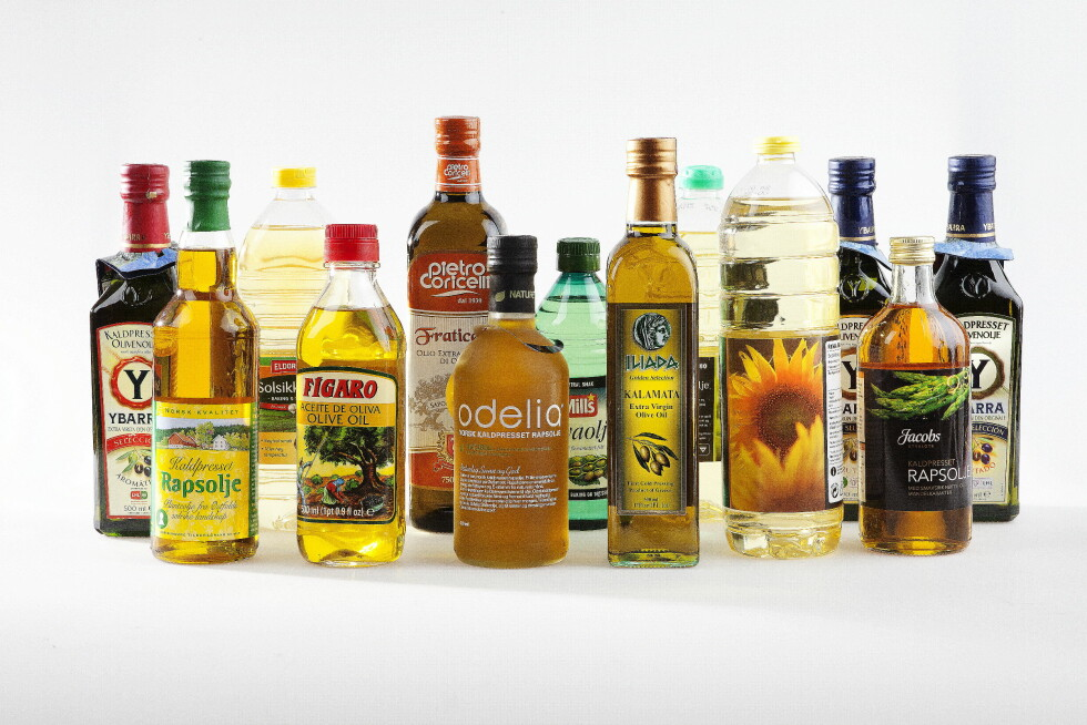 UTVALG: Det er et stort utvalg av oljer å velge mellom i butikkhyllene, men ernæringsbiologen drar spesielt frem olivenolje og rapsolje som gode valg. Foto: MAGNAR KIRKNES/VG