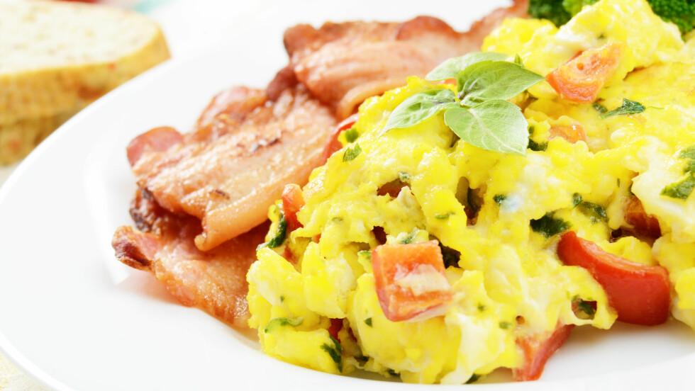 EGG OG BACON: Helgefrokosten kan fint lages i stekeovnen! Foto: NTB Scanpix