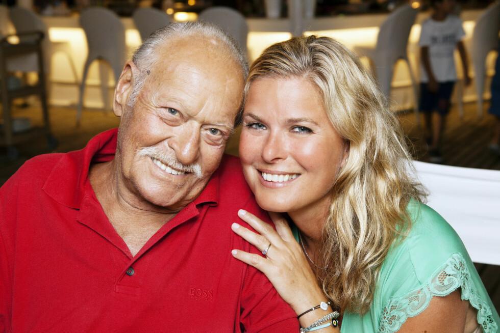 Vendela Kirsebom hos sin tyrkiske far, Ahmet Demir Ozkal (69), hun såmed en gang at de lignet. Foto: ALL OVER PRESS