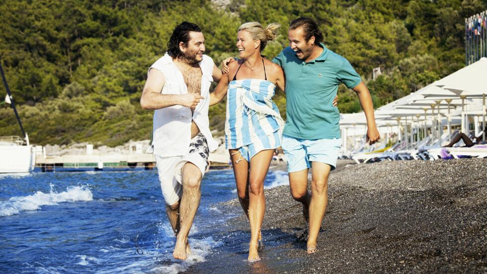MED BRØDRENE: Her er Vendela sammen med sine to halvbrødre, Ahmet Demir Ozkal (31) (t.v) og Ahmet Suphi Ozkal (25). De drømmer blant annet om å starte restaurant sammen Foto: ALL OVER PRESS