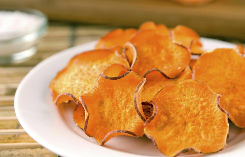 SØTPOTET: Søtpotetchips smaker supergodt, og er sunnere enn vanlig potetgull.  Foto: Fotolia