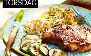 Svinekoteletter med coleslaw og bbq-saus