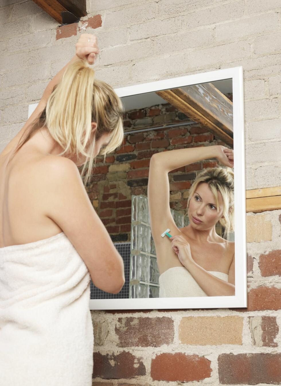 ULIKE FASER: Det er ikke nødvendigvis de samme hårstråene du barberer av annenhver dag, alle hårstråene vokser nemlig ikke ut samtidig på hele kroppen, fordi hårene kan være i ulike faser. Foto: Scanpix/NTB