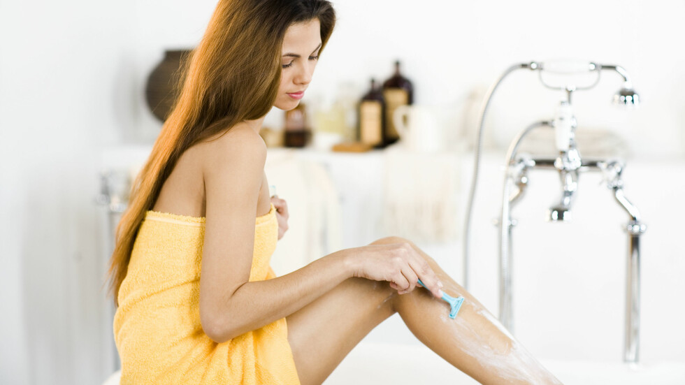GROR RASKT: Føler du at du stadig må sitte klar med barberhøvelen? Du er ikke den eneste. Men vokser egentlig håret raskere der vi barberer og napper? Foto: Scanpix/NTB