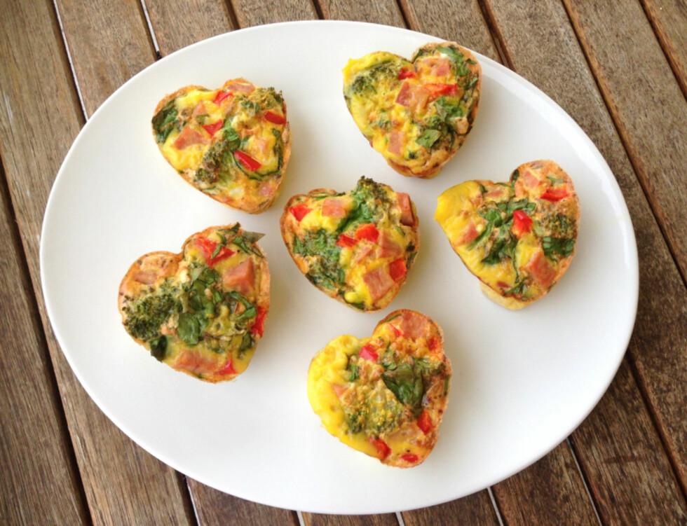 MUFFINS: Disse søte eggmuffinsene er som en miniomelett. De kan lages i mange ulike varianter - alt etter hva du ønsker å bruke av grønnsaker, kjøtt og krydder. Foto: Linda Marie Stuhaug