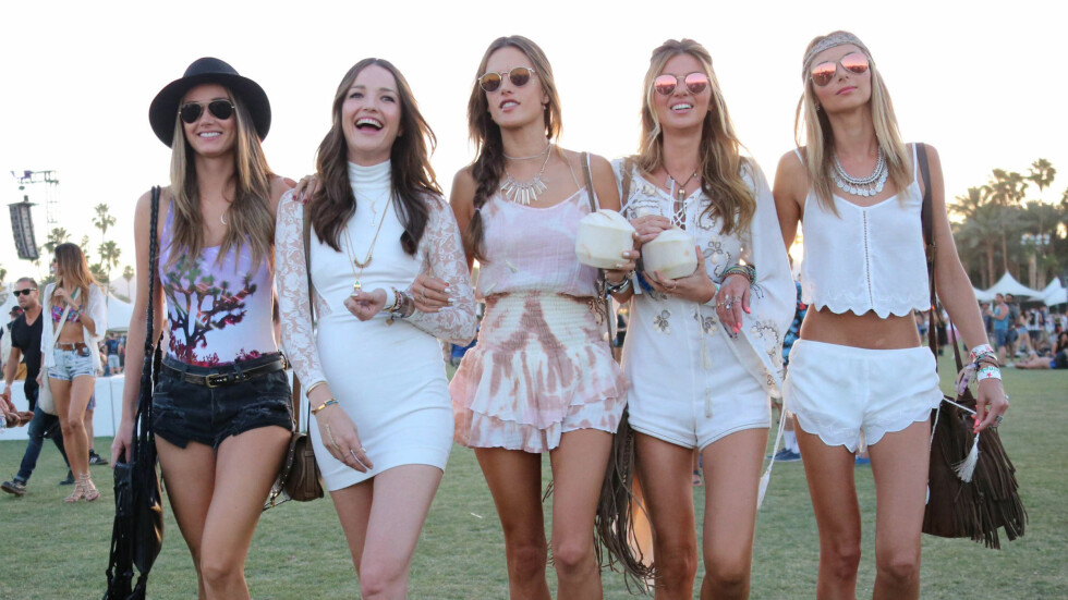 COACHELLA-STIL: Musikkfestivalen Coachella handler vel så mye om mote som om musikk. La deg inspirere av fashionistaenes og stjernenes festival-antrekk!  Foto: Scanpix