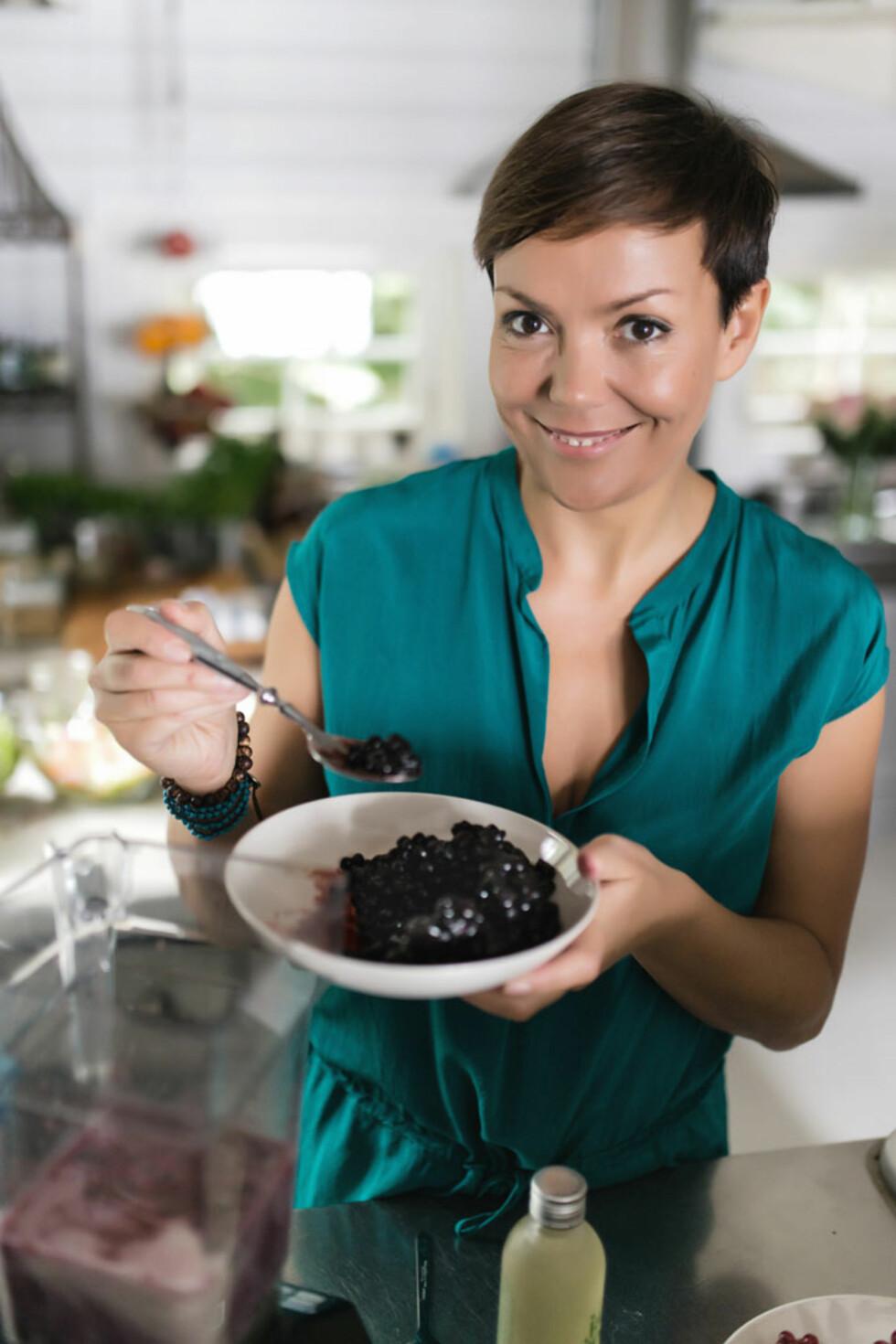 ENTUSIAST: Trine Berge er en av Norges fremste livsstilsveiledere innen supermat og raw food, og er medforfatter av flere bøker innenfor området. Foto: Trine Berge, Cappelen Damm