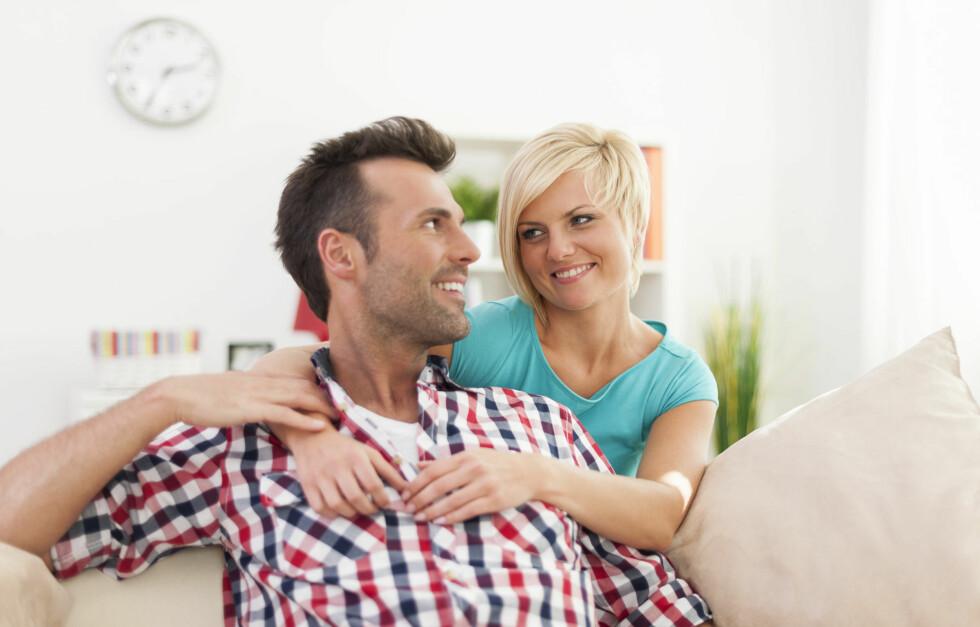 TA INITIATIV: En ny undersøkelse viser at menn ønsker at vi kvinner skal ta mer initiativ og være den som tar det første steget.  Foto: gpointstudio - Fotolia