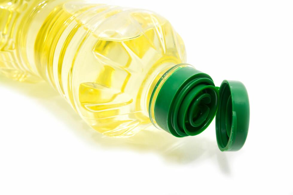 SPEDD UT MED OLJE: Etterligningene har erstattet hele eller deler av melkefettet med vegetabilsk olje.  Foto: thegiffary - Fotolia