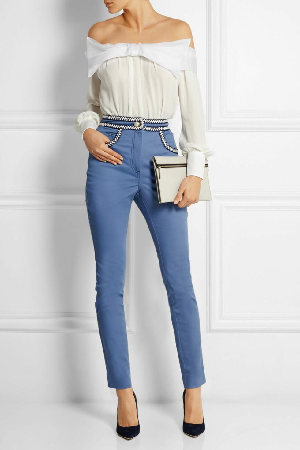 SKJUL MAGEN: Gå for bukser med høyt liv om du har litt ekstra på magen. Jeans fra Alessandra Rich via net-a-porter, ca. kr 5300.  Foto: Net-a-porter.com